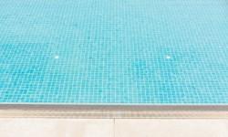 Belle piscine en béton